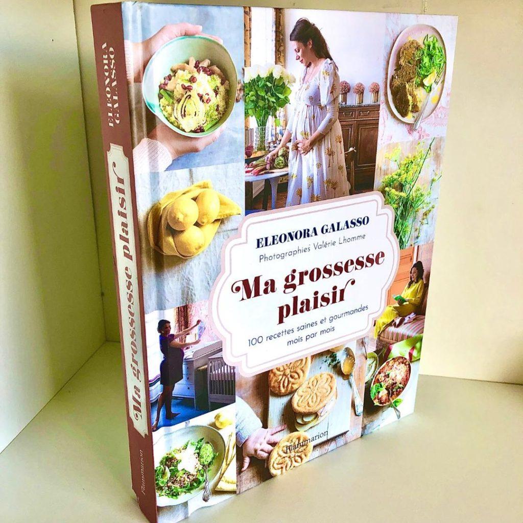Quels indispensables avoir pendant sa grossesse ? Quels livres lire pendant sa grossesse ? Comment passer une grossesse confortable et sereine ?